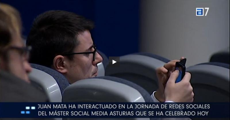 Javier Prieto en la jornada con Juan Mata en la conferencia Social Media. Reportaje de TPA en Televisión.